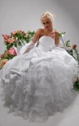 Производство праздничной одежды и свадебных платьев...